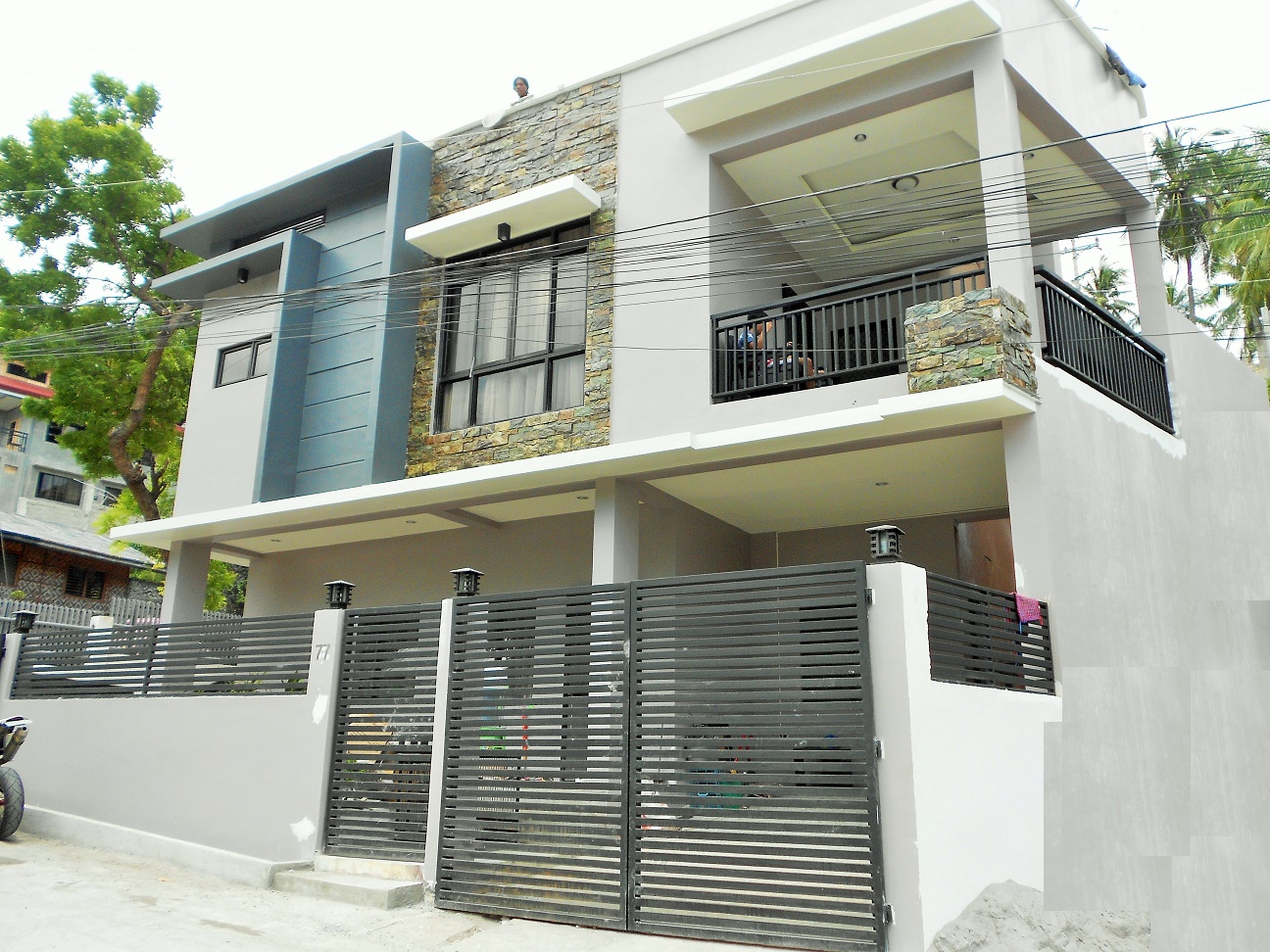 Elizabeth construction affordable and easy to deal for Up and down house design in the philippines